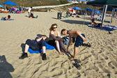 Family enjoys the beautiful beach at Redondo beach, California, Los Angeles — Stockfoto