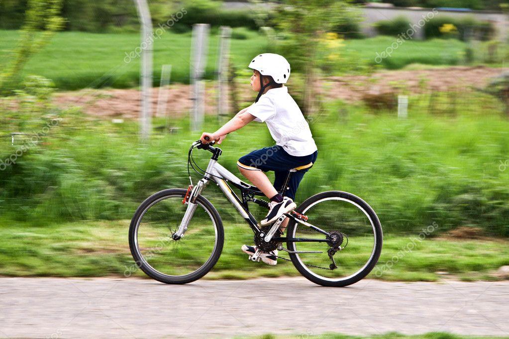Niña Montando Su Bicicleta En Un Parque: Young Boy With Helmet Is Riding Mountain Bike