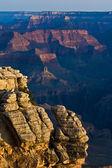 Colorido ao nascer do sol visto do ponto de mathers no grand canyon — Fotografia Stock