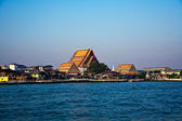Temple at the south bank of the river Mae Nam Chao Phraya in Ban — Stock Photo