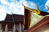 Temple Wat Thewarat at the river Mae Nam Chao Phraya in Bangkok — Stock Photo