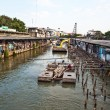 Are living along the artificial canals in Bangkok — Foto Stock