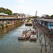 Are living along the artificial canals in Bangkok — Zdjęcie stockowe