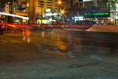 Nourrir de traverser une rue de dekdak — Photo