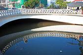 старый мост через искусственный канал в бангкоке — Стоковое фото
