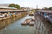 Are living along the artificial canals in Bangkok — Stock Photo