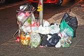 Garbage at the footway in Bangkok — Stock Photo
