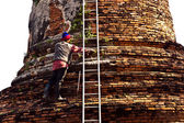 Worker is cleaning the surface of famous temple area Wat Phra Si — Stock Photo