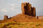 O camel butte é uma formação de arenito gigante no monumento v — Foto Stock