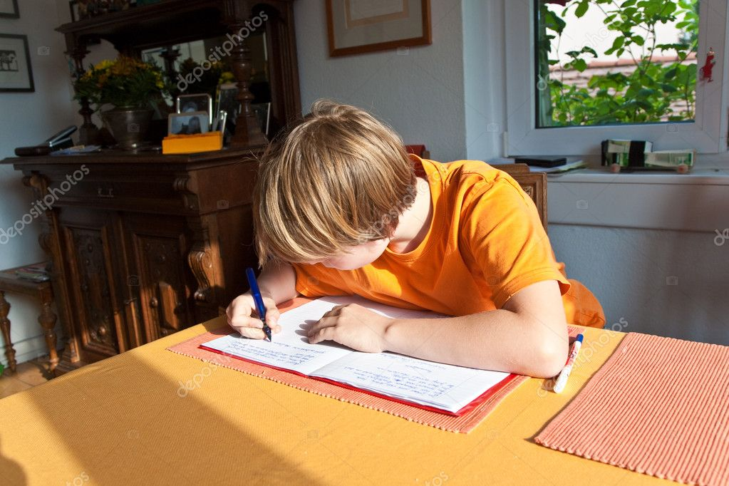 Boy doing homework for school at home — Stock Photo #5827100