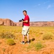 Tourist, man is taking pictures from beautiful sandstone Buttes — Stock Photo
