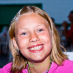 Happy girl smiles in a restaurant — Stock Photo