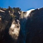 voile de mariée cascade dans le parc national d'yosemite avec de l'eau — Photo #5844846