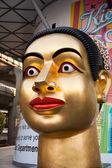 Buddah standbeeld op het centrale winkelen plaats in bangkok, centraal wereld — Stockfoto