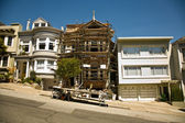 San Francisco, steep street with house in framework — Stock Photo