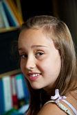 Retrato de joven adolescente linda — Foto de Stock