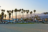 Scenic beach in Santa Barbara with palms in sunset — Stock Photo