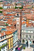 Torre dei lamberti en piazza delle erbe, verona — Foto de Stock