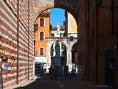 Dante heykelinin piazza sinyorlar verona, i̇talya — Stok fotoğraf