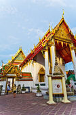Tempel area Wat Pho in Bangkok with colorful roof in beautiful — Stock Photo