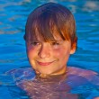 Child has fun in the outdoor pool — Foto de Stock