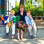 babička je Guggingu nové školák na jeho první den — Stock fotografie