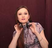 Mujer y auriculares — Foto de Stock
