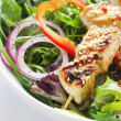 Chicken Kebabs and Salad - Foto Stock