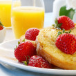 French Toast with Strawberries — Stock Photo #5526610