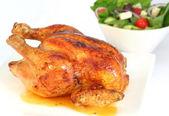 烤鸡和蔬菜沙拉 — 图库照片