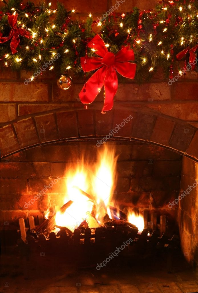 Log fire with Christmas garland and fairylights. — Stock Photo #5525798