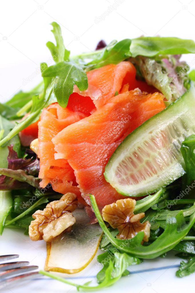 Салаты из копченого лосося рецепты