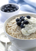 Oatmeal with Blueberries and Yoghurt — Stock Photo