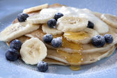 バナナとブルーベリーのパンケーキ — ストック写真