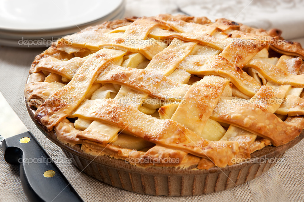Home-baked lattice apple pie, in a brown ceramic pie plate, ready to serve. — Stock Photo #5530249