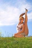 Esercizio di bellezza ragazza all'aperto — Foto Stock