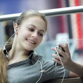 Girl listens music — Stock Photo