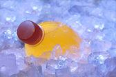 Botella naranja en hielo — Foto de Stock