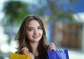 Beauty girl with shopping bag — Stock Photo