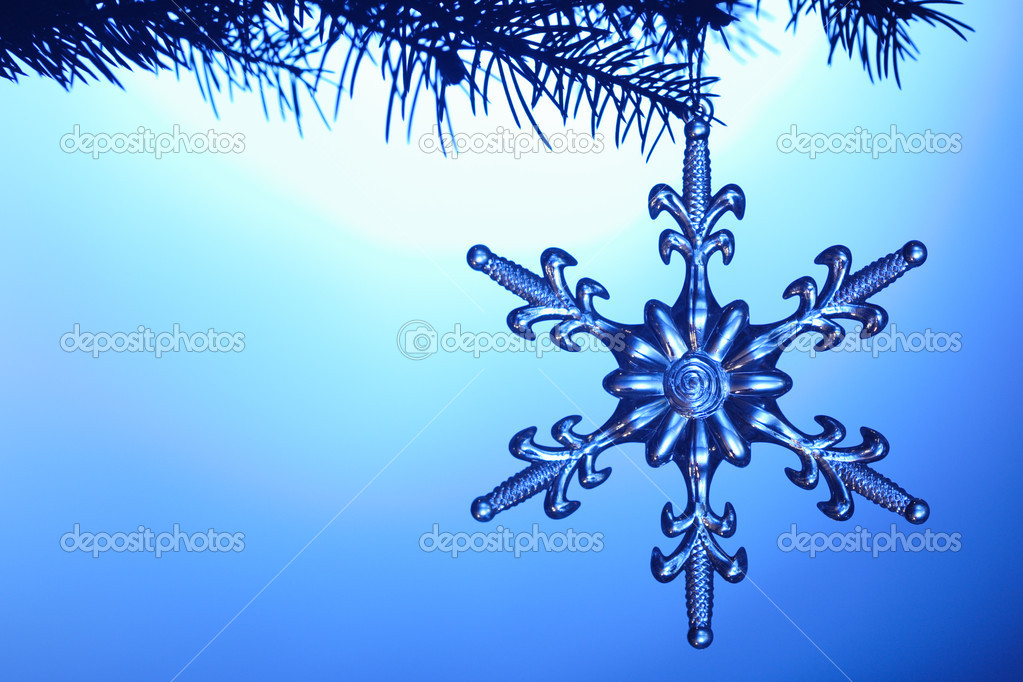 Silvery snowflake on blue background — Stock Photo #5644037