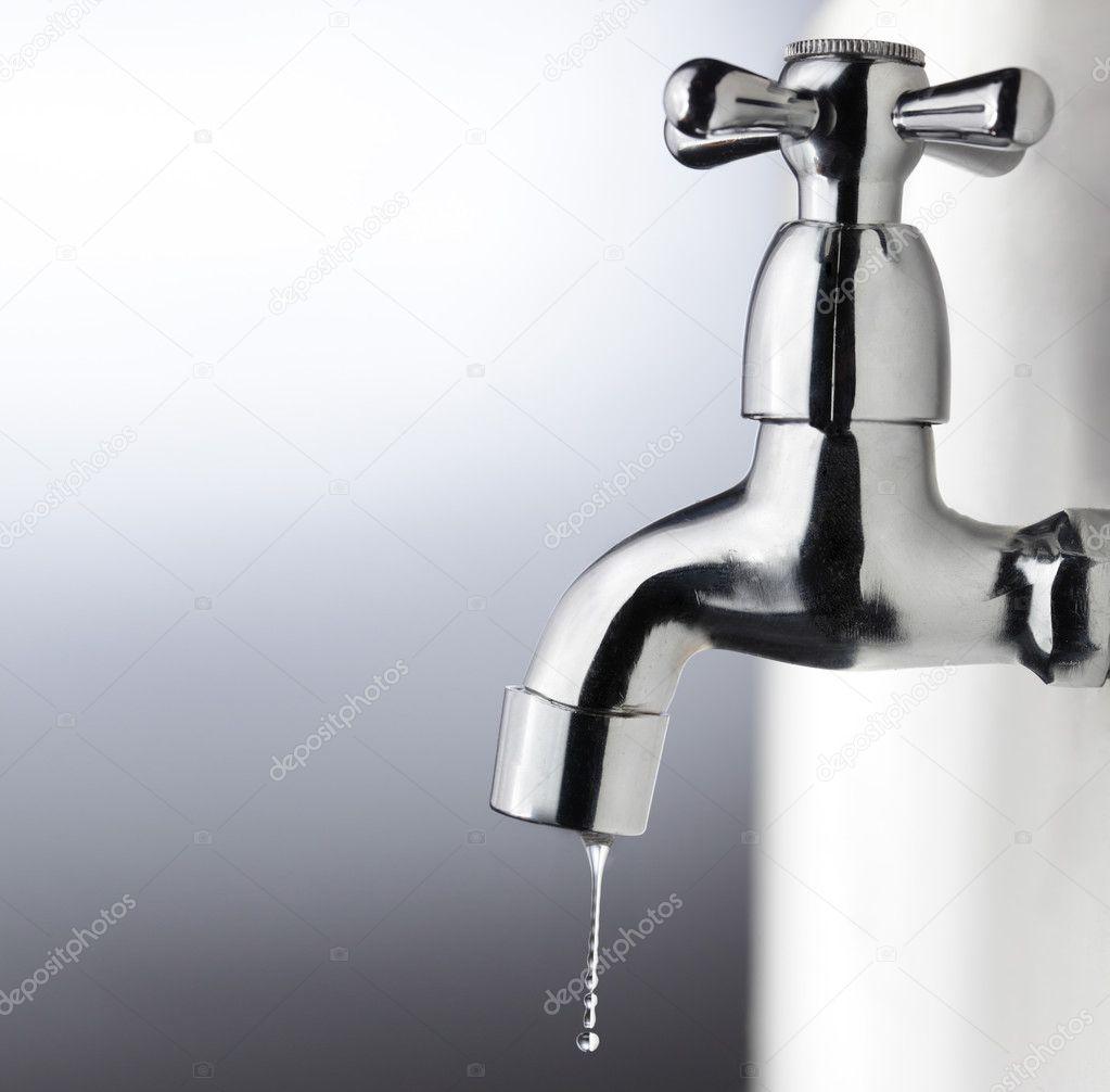 Metall kran med vattendroppe — stockfotografi © chepko #5646474