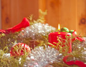 Jul ljus brinner inuti en krans — Stockfoto