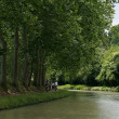 Cycliste le long du Canal du Midi — Stock Photo