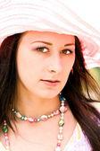 Femme avec chapeau — Photo