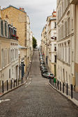 Narrow street in Monmartre in gloomy day — Stock Photo
