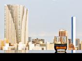 Bir bardak viski panoramik kent manzaralı — Stok fotoğraf