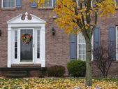 Uitnodigende herfst huis — Stockfoto