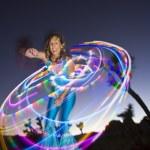 danseur de cerceau effectuant — Photo