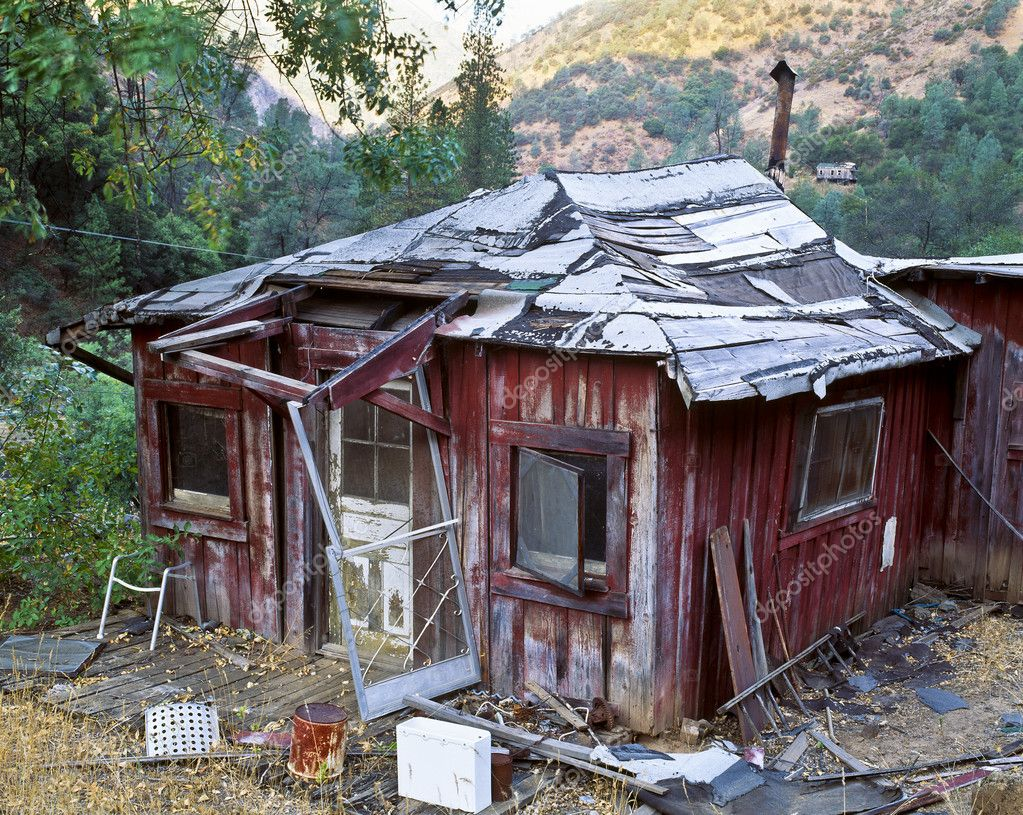 Abandoned and rundown one-room house. — Stock Photo #5546202