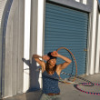 Foto Stock: Woman practices with her hula hoop.
